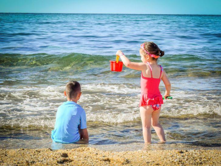子連れで海水浴に必要な持ち物・あると便利な道具