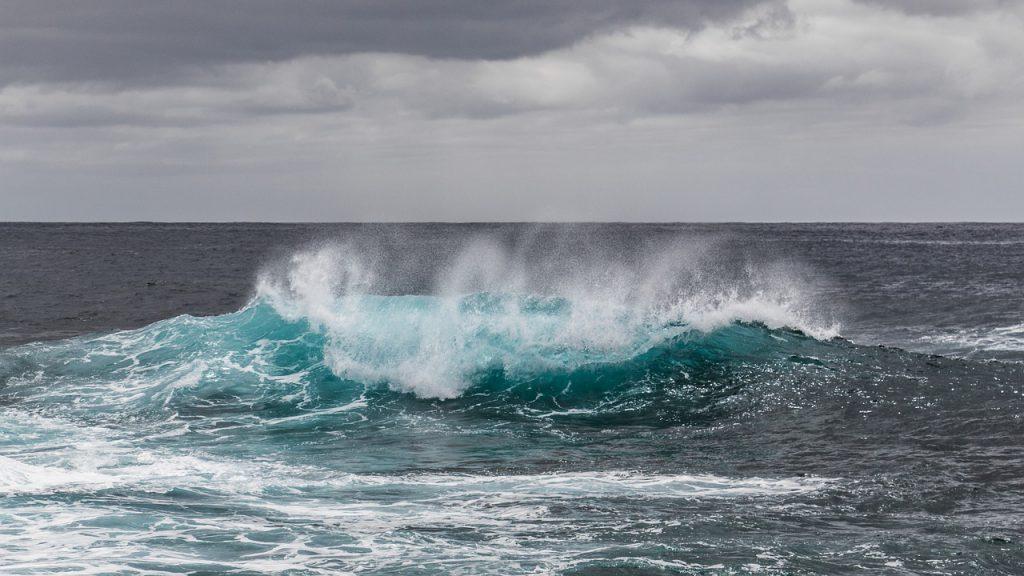 離岸流と潮の流れに気をつける