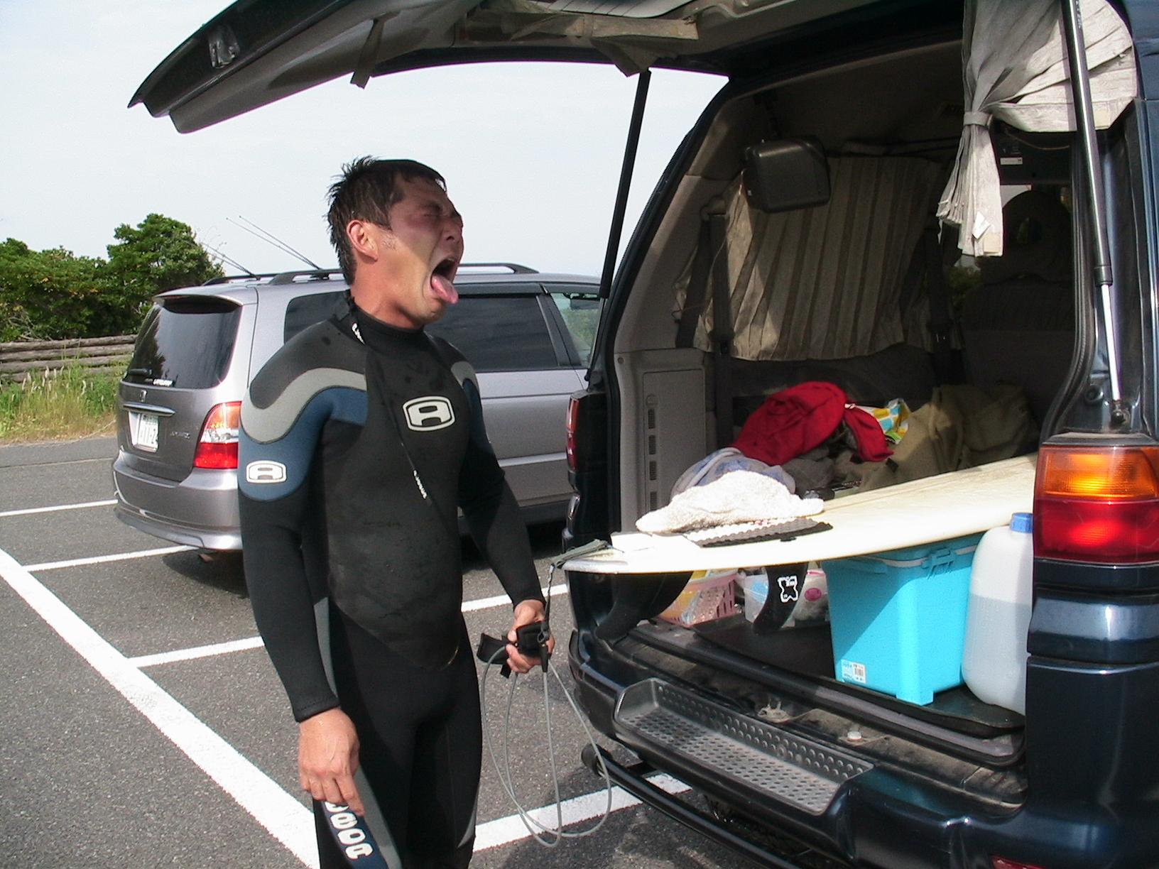 良い波&良い雪を求めて旅する手段が「車中泊」だった