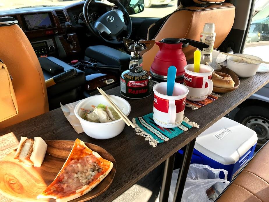 車中泊:ランチ用カウンターテーブル
