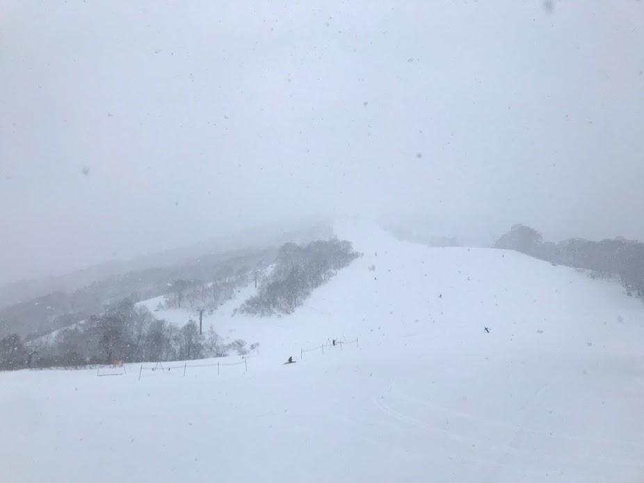 新潟県湯沢町 かぐらスキー場 かぐらメインゲレンデ