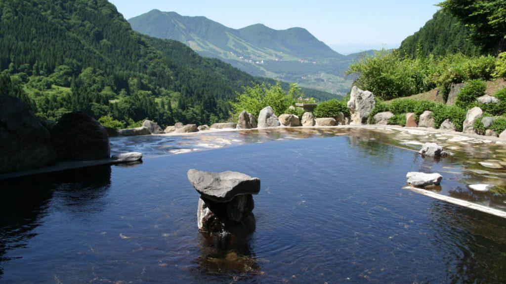 野天風呂までの景色と中の様子