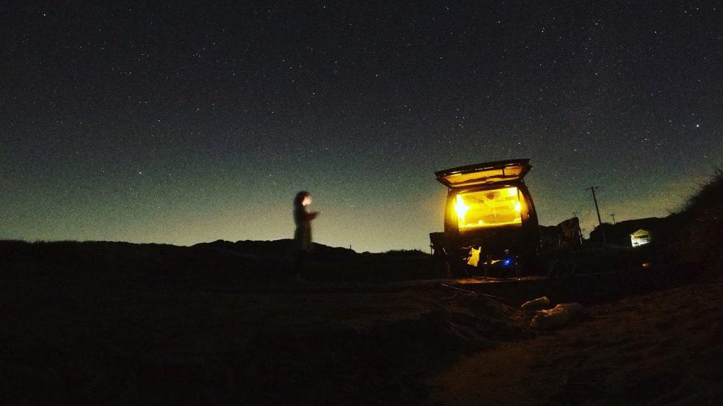 車中泊のメリット:朝起きると目の前には海やスキー場