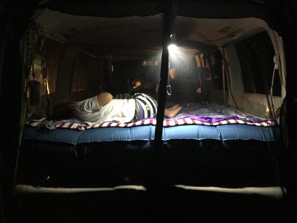 車内に寝床を作るのに毎回時間が掛かっていてはダメ