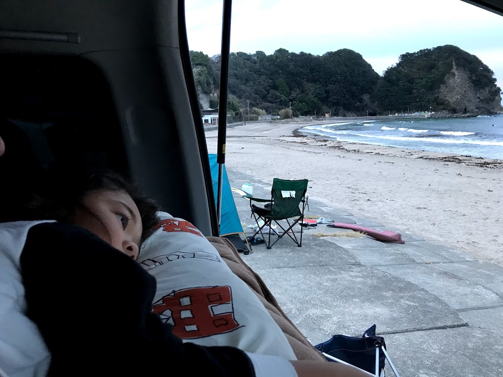 車中泊旅のメリットと魅力:朝起きると目の前には海やスキー場