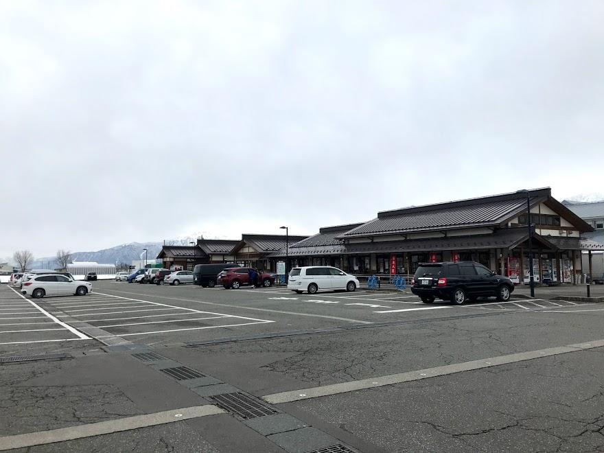 「道の駅南魚沼雪あかり」の駐車場の様子