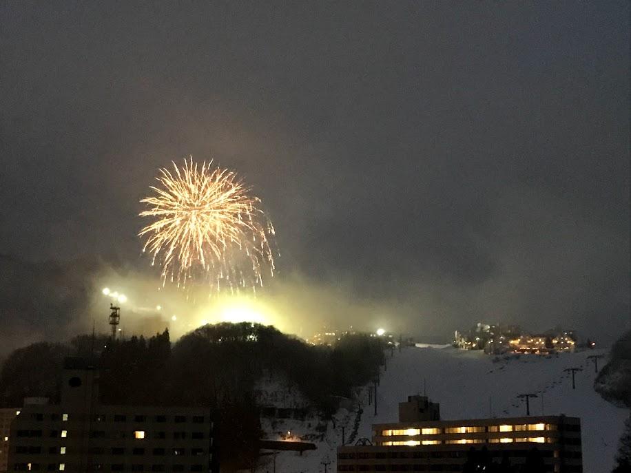 岩原スキー場 雪不足に負けない打ち上げ花火