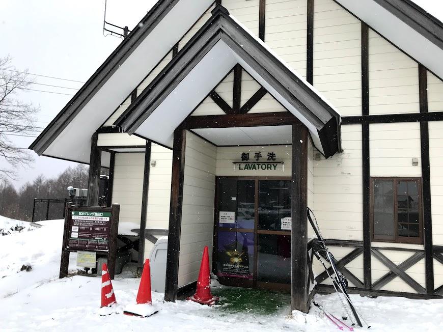 車中泊可能な戸隠スキー場駐車場