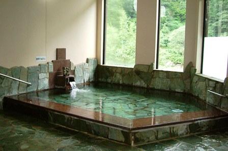 【湯沢の日帰り温泉】岩の湯は窓から魚野川の景色が楽しめる