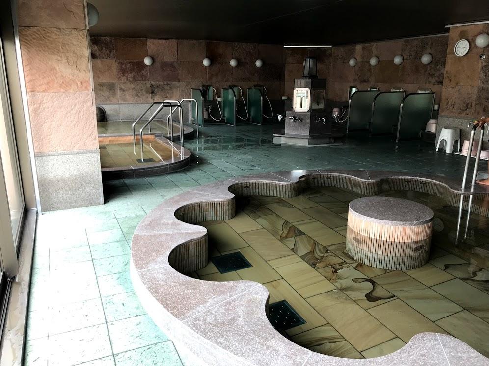 大浴場付きのリゾートマンションに月数万円で住める
