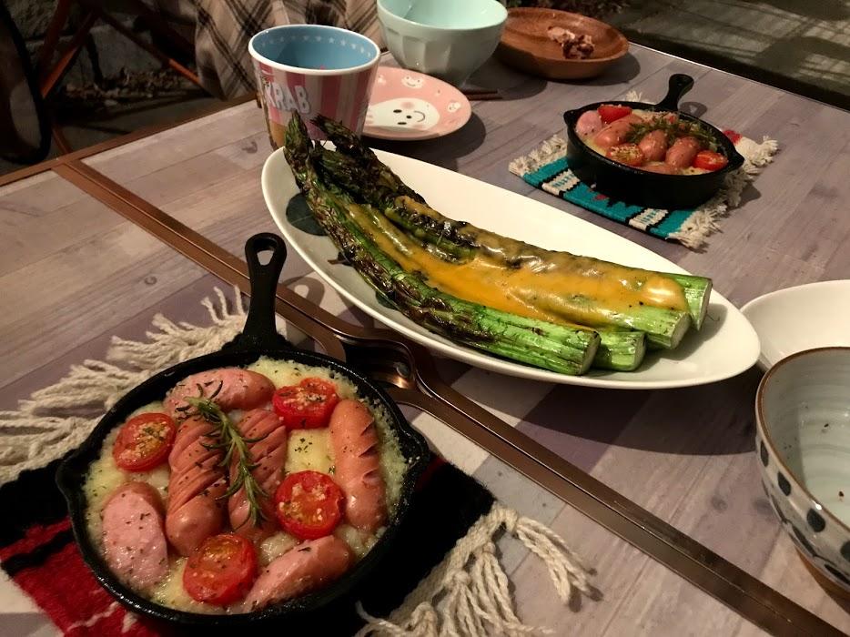 ダッチオーブンやスキレットで本格的なキャンプ料理も可能