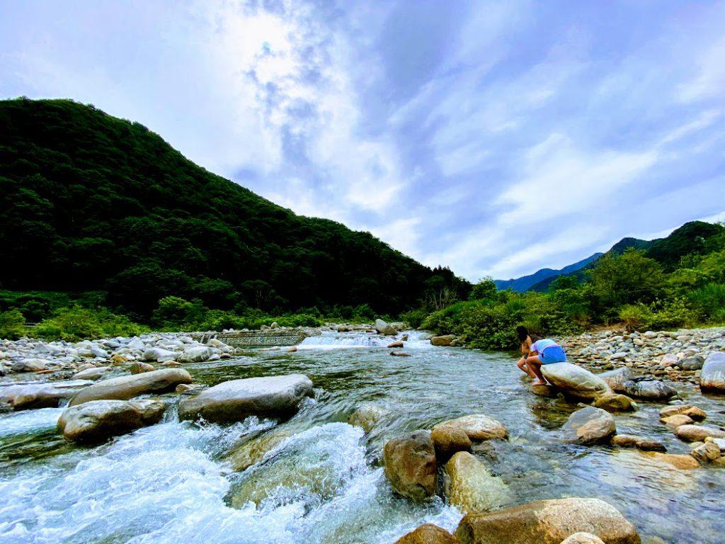 新潟湯沢で車中泊:そのまま川遊びも堪能できる