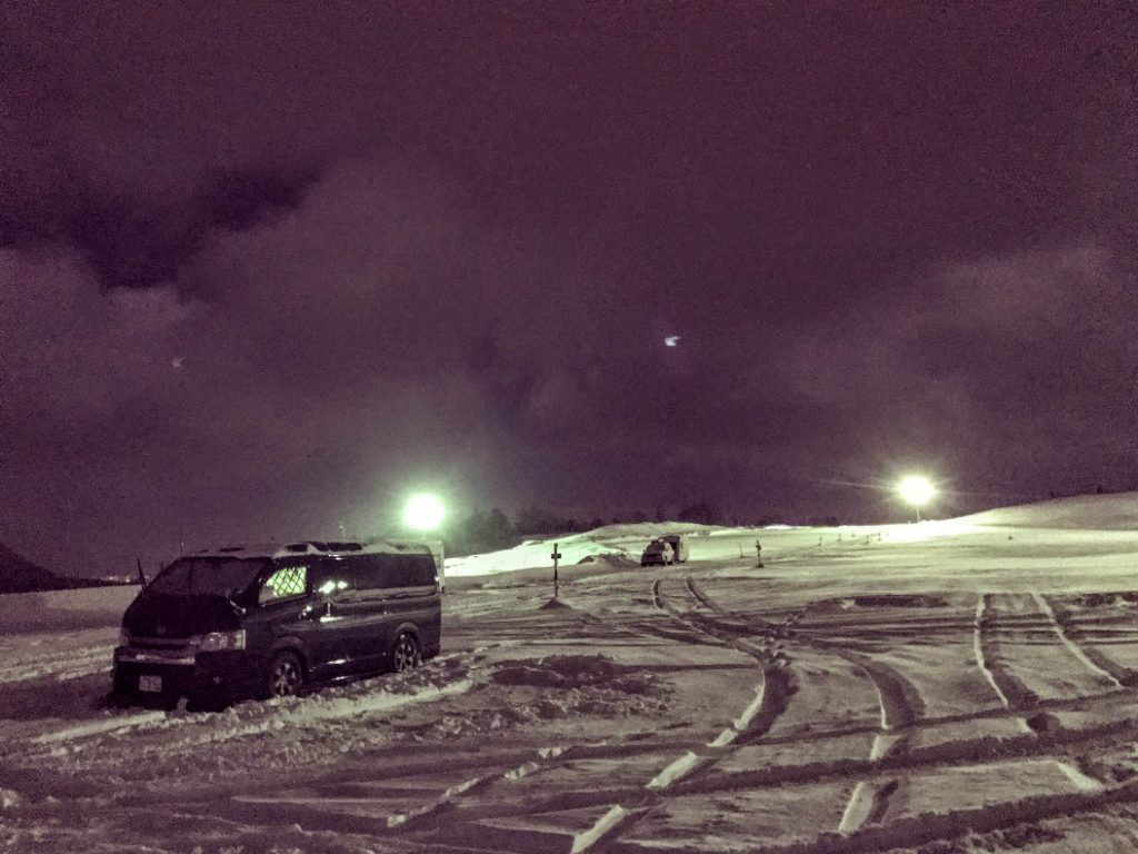 東北のスキー場での車中泊