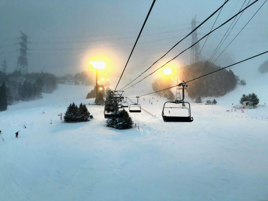 金曜の夕方から苗場スキー場でナイター