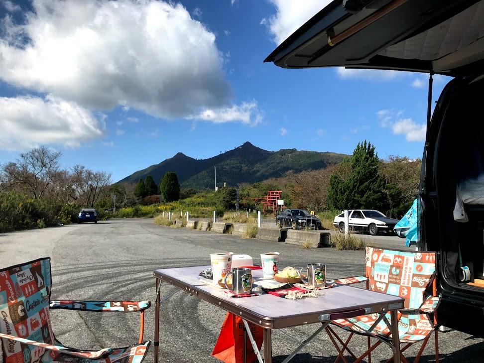 車内ワーケーションで必要なグッズ:キャンプ用椅子&テーブル