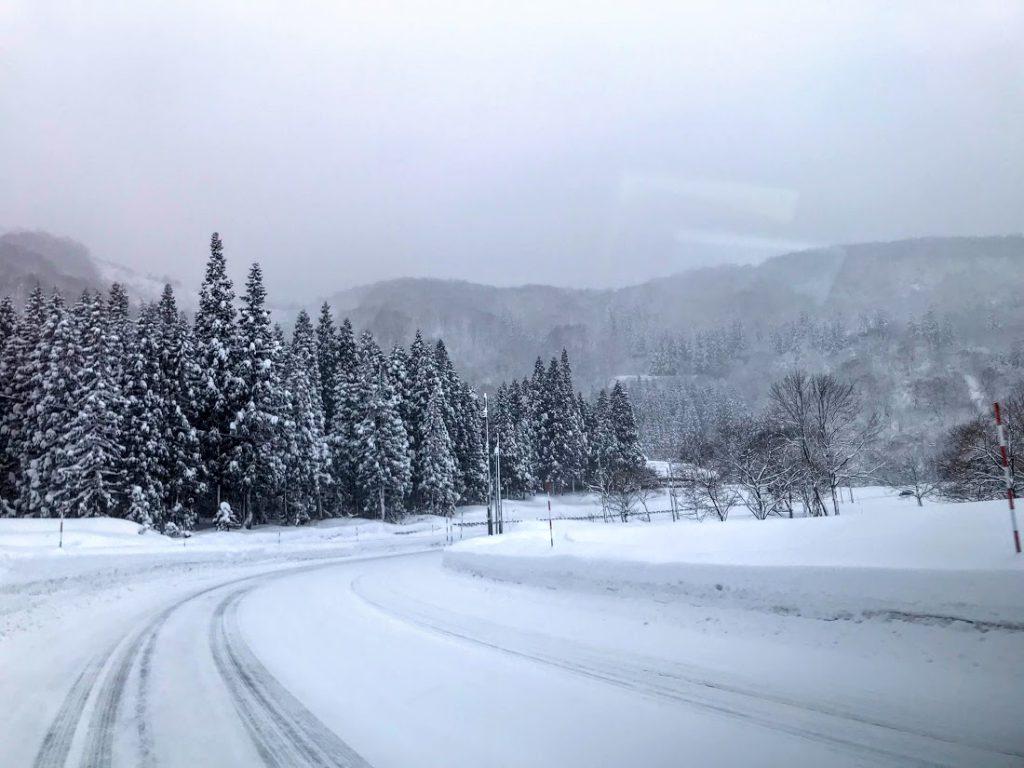スキー車中泊のコツ1:車の装備