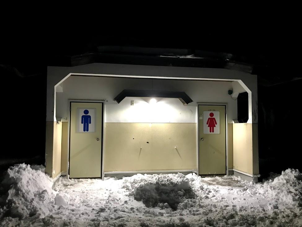 トイレが夜間閉鎖で使えない