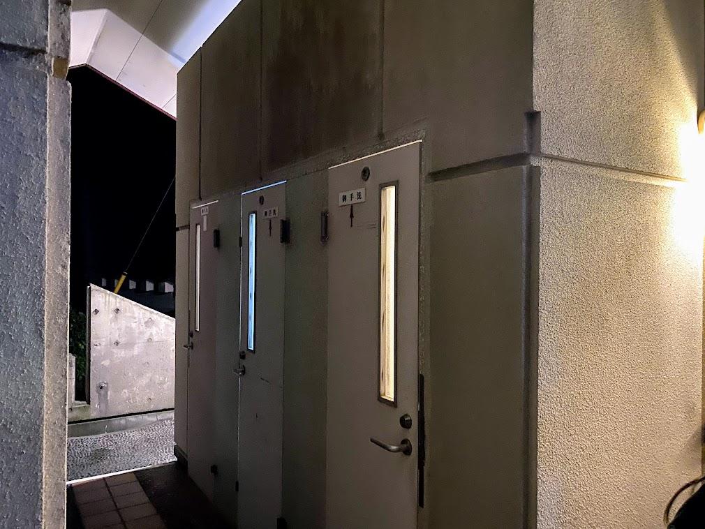 公共駐車場のトイレ